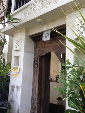entrance villa kami